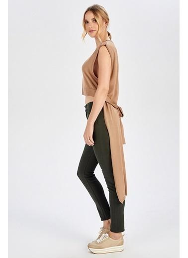 Peraluna Peraluna Arkası Uzun Kemerli Kamel Rengi Kolsuz Kadın Triko Bluz Camel